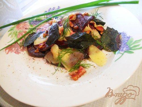 Теплый салат из свеклы с сыром