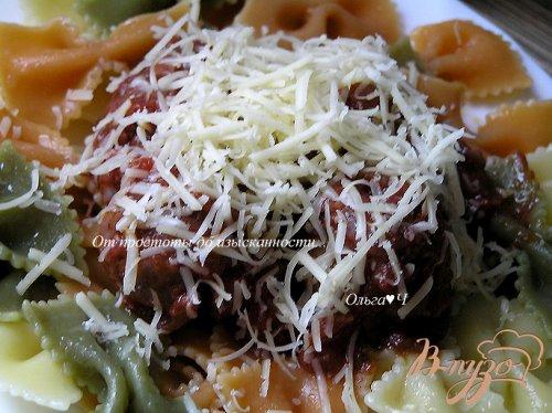 Фарфалле с фрикадельками в томатно-базиликовом соусе