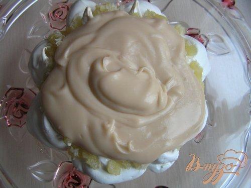 Торт-безе с ананасами и кокосовым заварным кремом