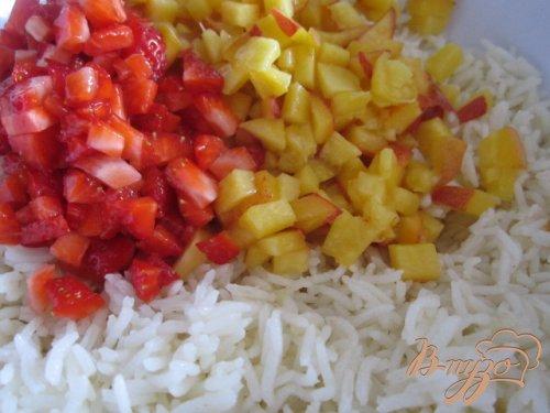 Сладкие рисовые биточки с фруктами