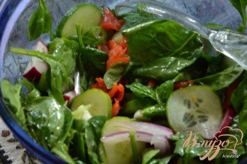 Салат со шпинатом и копченой семгой