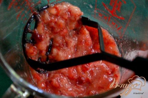 Десерт с клубникой и киви