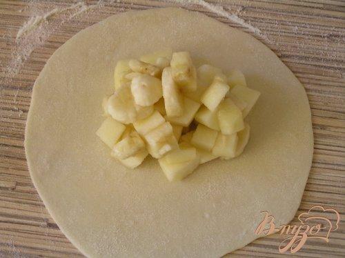 Чебуреки с бананом и яблоком