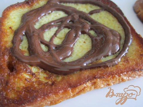 Гренки с шоколадом и клубникой