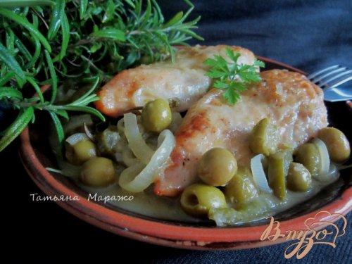 Куриные грудки с оливками
