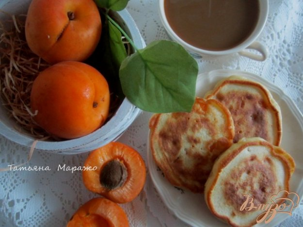 Рецепт Оладьи на кефире с кусочками абрикоса
