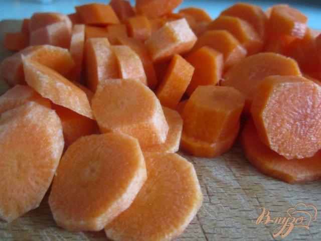 Фото приготовление рецепта: Морковно-кукурузный суп-пюре шаг №1