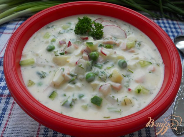 фото рецепта: Окрошка с зеленым горошком и ветчиной на йогурте