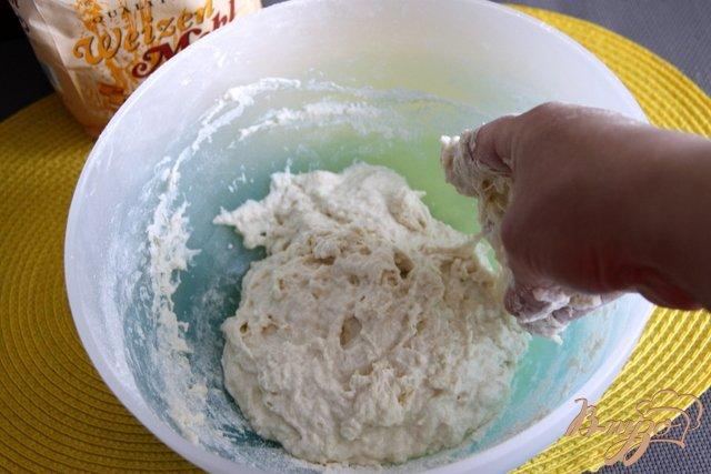 Фото приготовление рецепта: Греческие сфакьяни-питы шаг №2