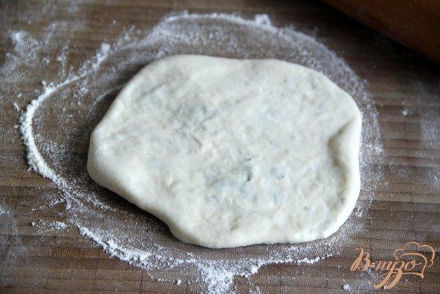Фото приготовление рецепта: Греческие сфакьяни-питы шаг №8