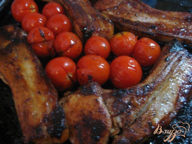 Фото приготовление рецепта: Свинина с помидорами шаг №6