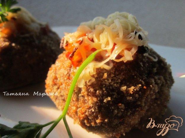 фото рецепта: Мясные гнезда (или духовые котлетки с начинкой)