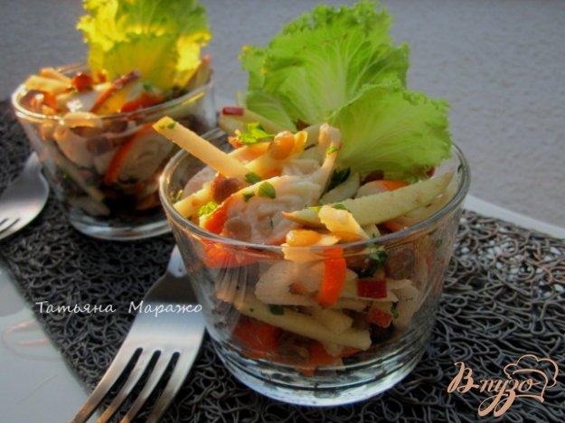 фото рецепта: Салат из желтой  чечевицы, яблока и крабовых палочек