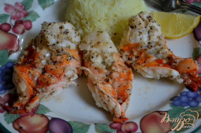 Фото приготовление рецепта: Большие креветки с лимоном и орегано шаг №4