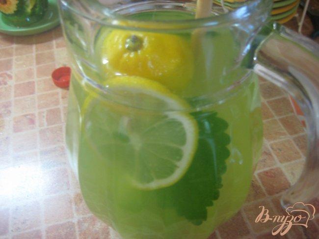 Фото приготовление рецепта: Лимонад с мятой шаг №4