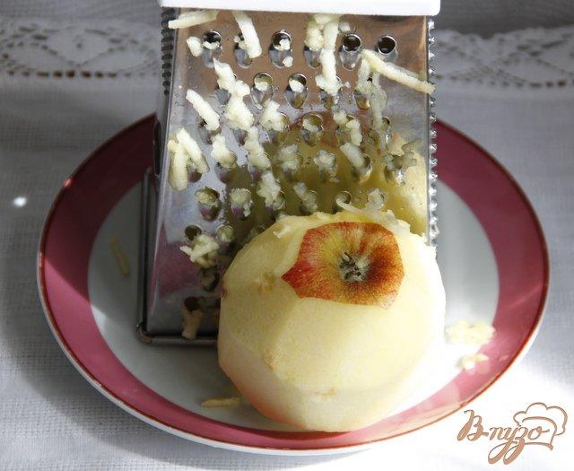 Фото приготовление рецепта: Итальянский шоколадно яблочный пирог шаг №4