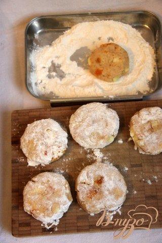 Итальянские манные оладьи с яблоком и курагой