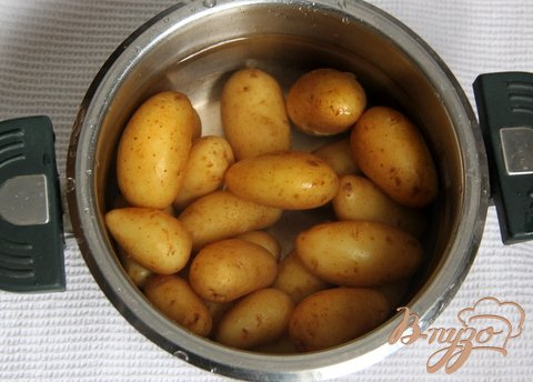 Греческий картофельный салат с фетой