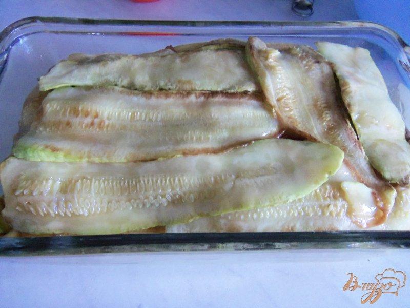 Фото приготовление рецепта: Запеканка из кабачков с фаршем под сливочным соусом шаг №10