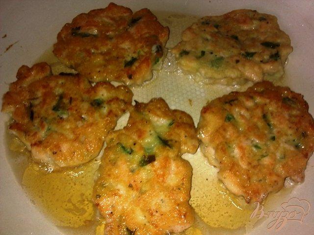Фото приготовление рецепта: Котлеты из лосося шаг №9