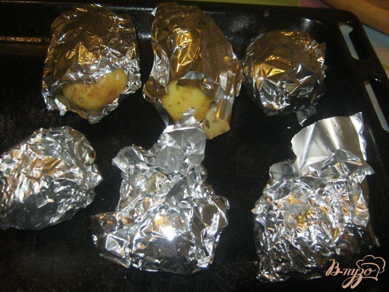 Фото приготовление рецепта: Картофель под сыром в фольге шаг №4