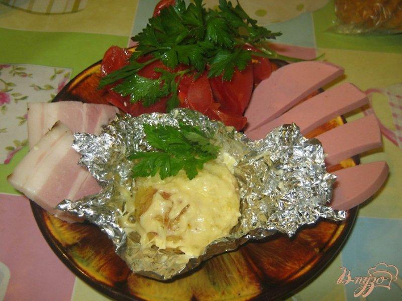 Фото приготовление рецепта: Картофель под сыром в фольге шаг №6
