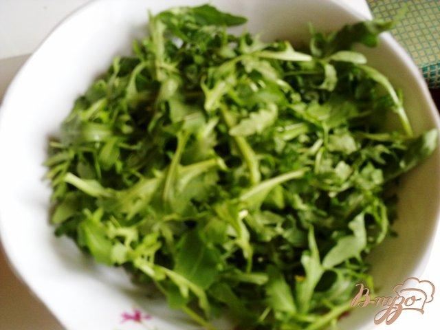 Фото приготовление рецепта: Салат  с рукколой, голубым сыром и помидорами чер шаг №1