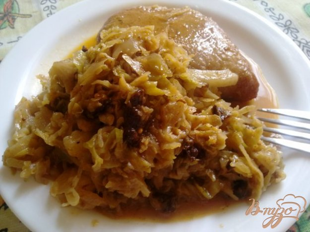 Рецепт Тушеная капуста с черносливом и чесноком