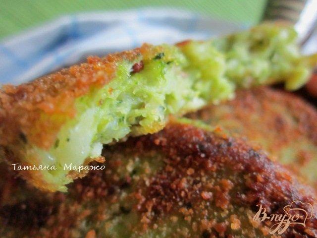 Фото приготовление рецепта: Картофельные биточки с брокколи шаг №9