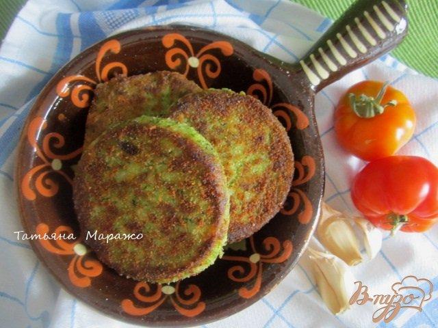 Фото приготовление рецепта: Картофельные биточки с брокколи шаг №8