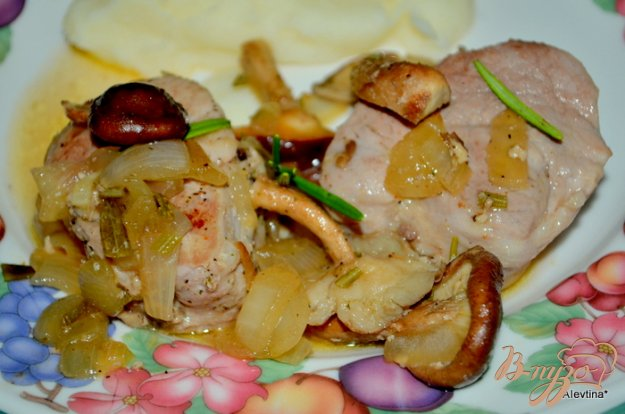 Рецепт Свиные медальоны с розмарином и грибами