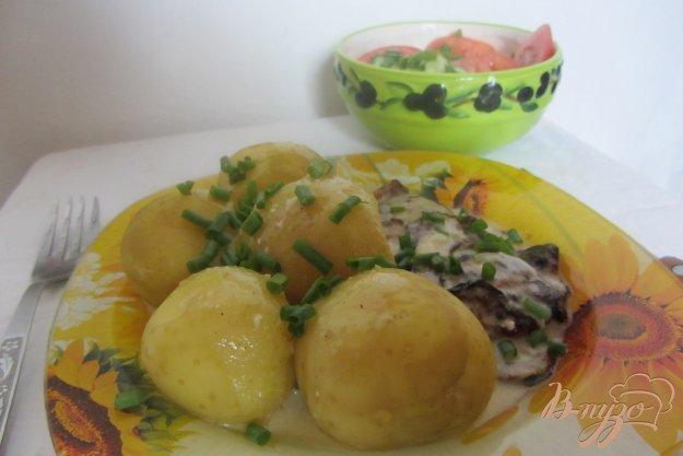 Рецепт Картофель с кабачками под сметанным соусом.
