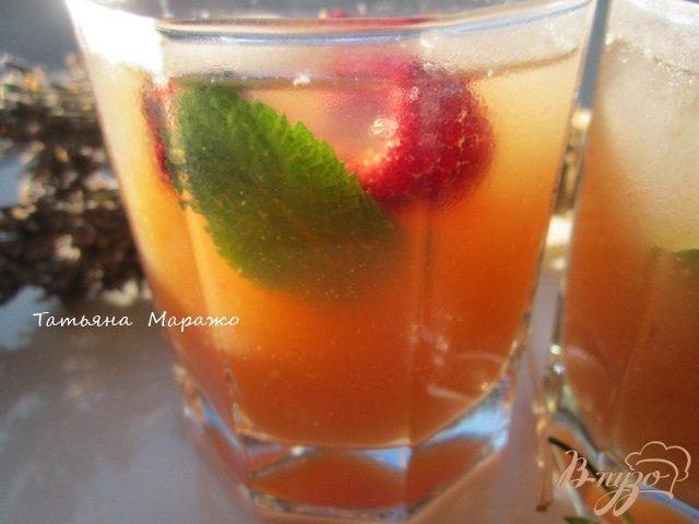 Фото приготовление рецепта: Чайная настойка с грушей и персиками шаг №7