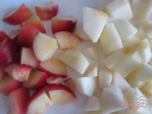 Фото приготовление рецепта: Чайная настойка с грушей и персиками шаг №2