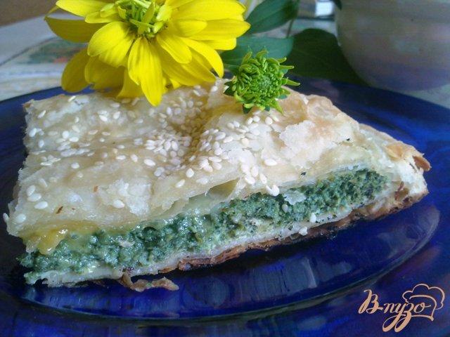 Фото приготовление рецепта: Пирог со шпинатом и сыром камамбер шаг №12