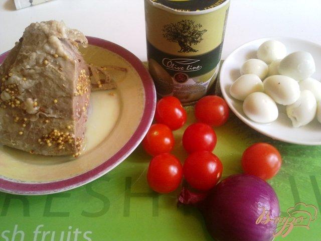 Фото приготовление рецепта: Салат с говядиной и оливками шаг №1