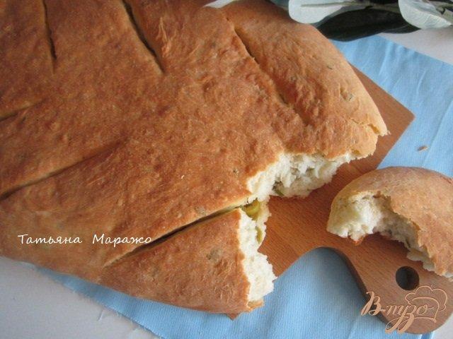Фото приготовление рецепта: Фугасс с розмарином и оливками шаг №9