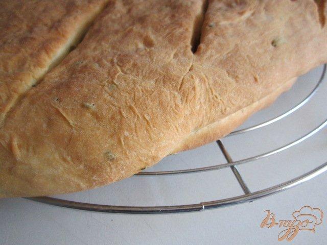 Фото приготовление рецепта: Фугасс с розмарином и оливками шаг №8