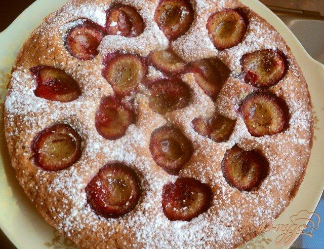Фото приготовление рецепта: Сливовый «газетный»  пирог шаг №6
