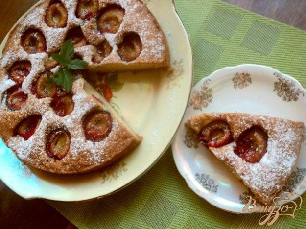 фото рецепта: Сливовый «газетный»  пирог