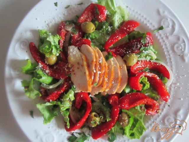 Фото приготовление рецепта: Салат с куриным мясом и перцем шаг №8