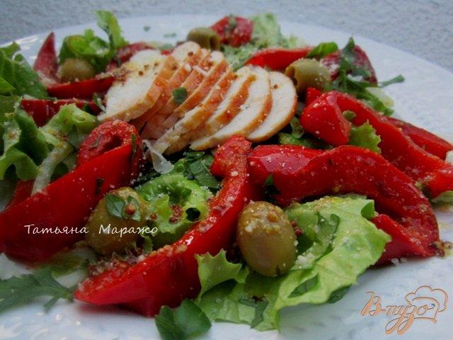Фото приготовление рецепта: Салат с куриным мясом и перцем шаг №9