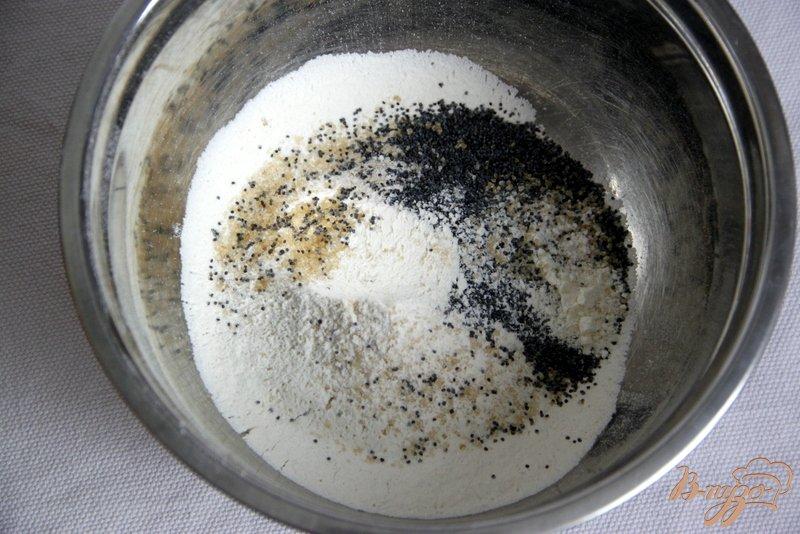 Фото приготовление рецепта: Сливовый тарт с тестом из белого вина и мака шаг №1