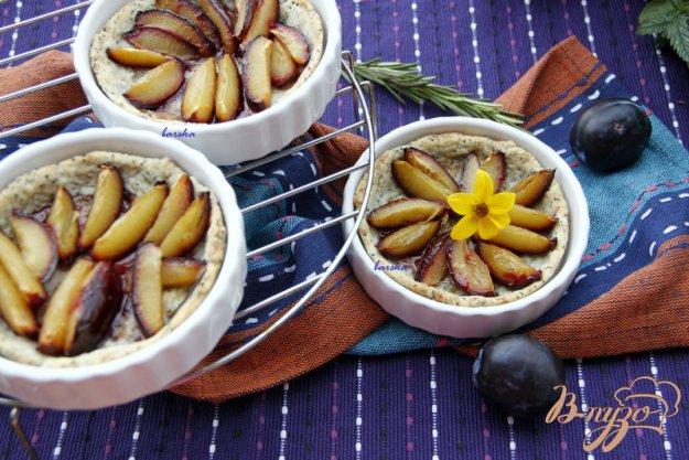 фото рецепта: Сливовый тарт с тестом из белого вина и мака