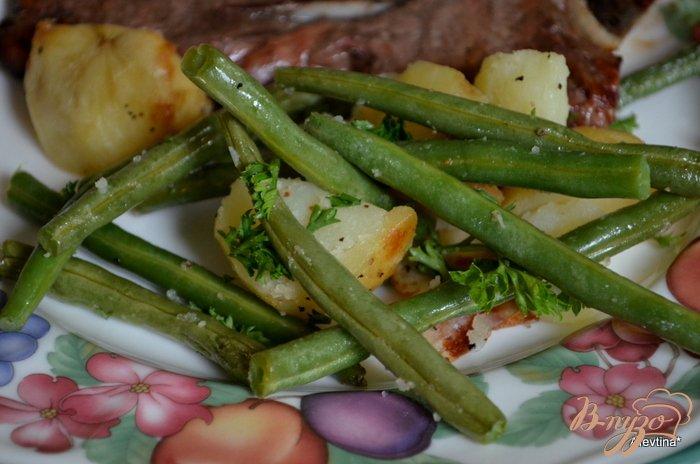 Фото приготовление рецепта: Запеченный картофель с зеленой фасолью шаг №4