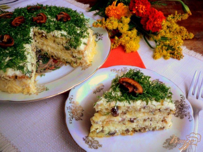 Фото приготовление рецепта: Грибной бисквитный торт шаг №13