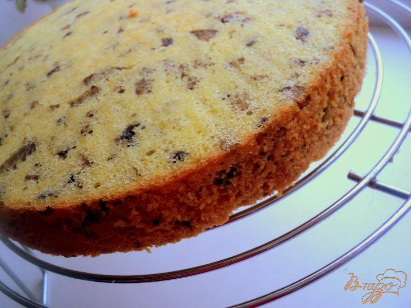 Фото приготовление рецепта: Грибной бисквитный торт шаг №7