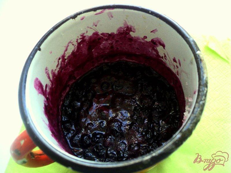 Фото приготовление рецепта: Мини-чизкейки с черникой шаг №4