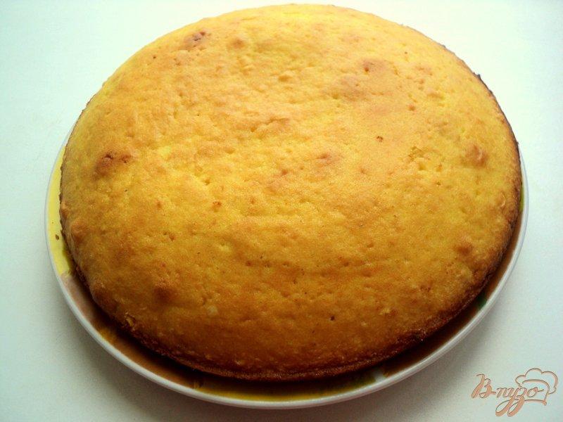 Фото приготовление рецепта: Торт с клубникой и шоколадом шаг №3