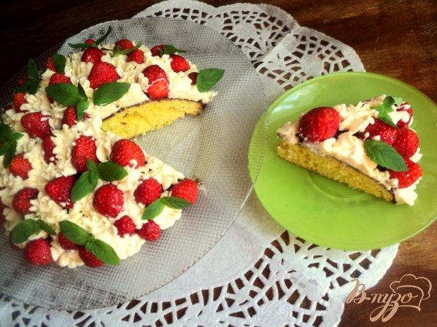 фото рецепта: Торт с клубникой и шоколадом